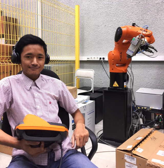 Student Hopes to Develop Robotics Sector in Cambodia